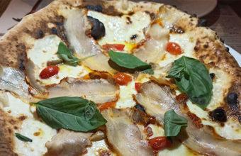 La pizza de chicharrones y emulsión de cítricos de Brutal