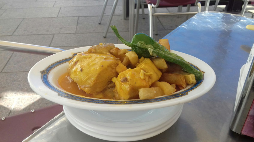 El pollo en salsa del café bar Los Gallegos fotografiado por Manuel Castro Haro.