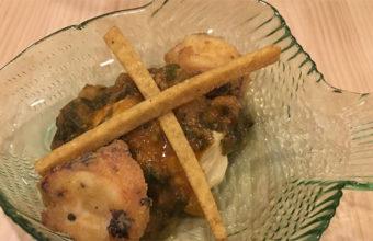 Pulpo frito con crema de garbanzos y acelgas de Caraméló food&beverage