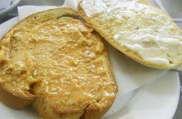 La rebaná de pan cateto con manteca colorá de la Venta San Isidro