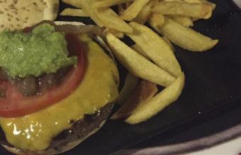 La hamburguesa Sariom de Litos Corner Americam Restaurant