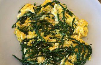 El revuelto de salicornia, queso y sésamo de El Rayo Verde