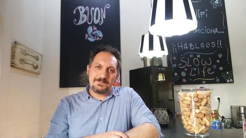 Ricardo Congiu en su establecimiento. Foto: Cosasdecome
