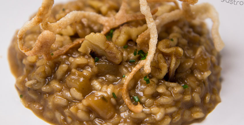 El risotto de pera y nueces garrapiñadas de La Tascona