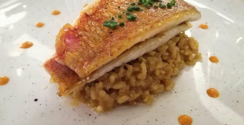 El salmonete con arroz cremoso de la Carboná