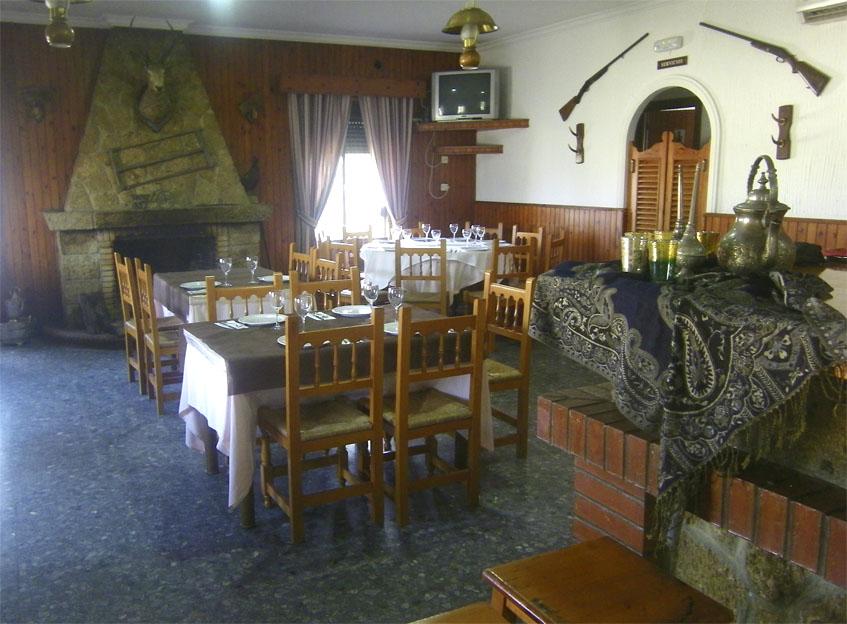 Salón interior de la Venta Torrealta. Foto: Cosasdecome