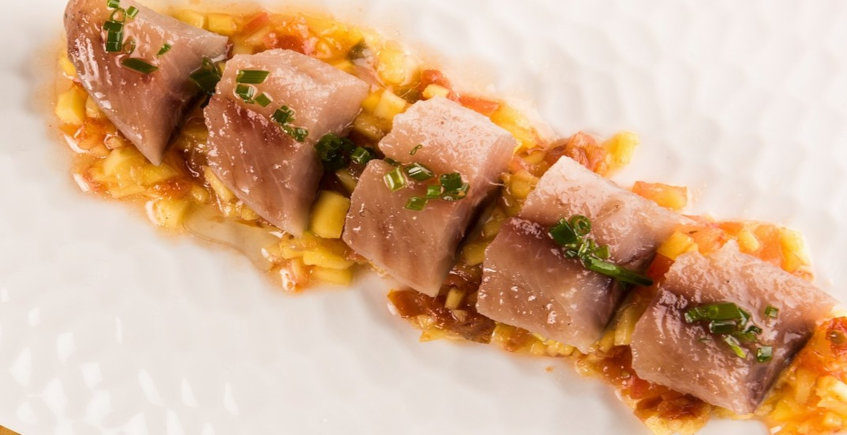 La sardina ahumada con tomate y mango de Albores