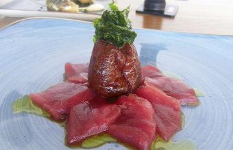 El sashimi de atún con tomate glaseado del restaurante La Breña