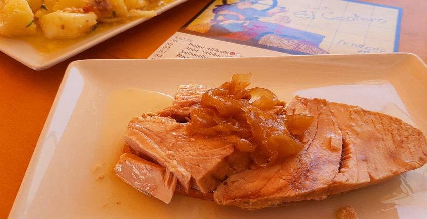 El solomillo de atún con cebolla caramelizada de Casa Juanito