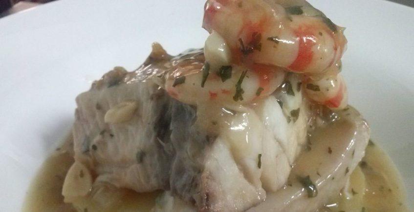 El bacalao con langostinos de Vinos y Tapas Sur
