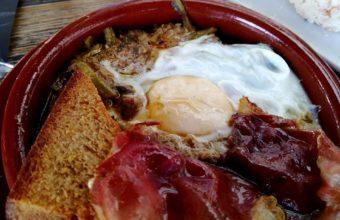 Las tagarninas con huevo y jamón de El Lucero del Muelle