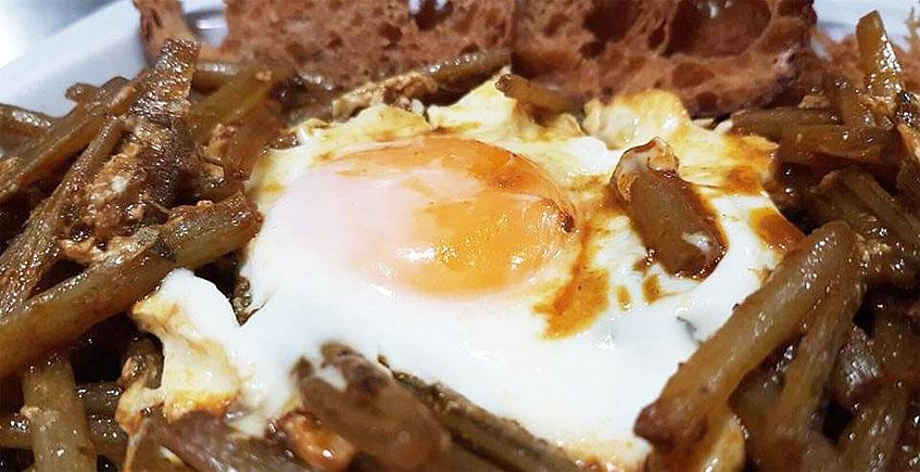 Las tagarninas esparragás con huevo de la taberna Argüeso