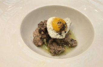 Los taquitos de ventresca con huevo de codorniz de La Marmita