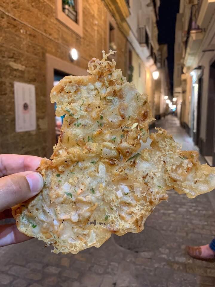 Las tortillitas de camarones de Los Camino fotografiadas pro el tapatólogo Alejandro Cobos Chacón.