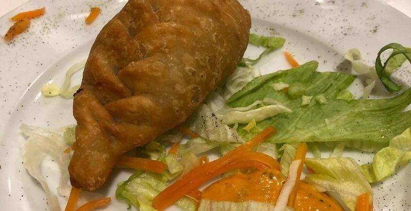 La empanadilla de chicharrón del restaurante El Toro Embolao