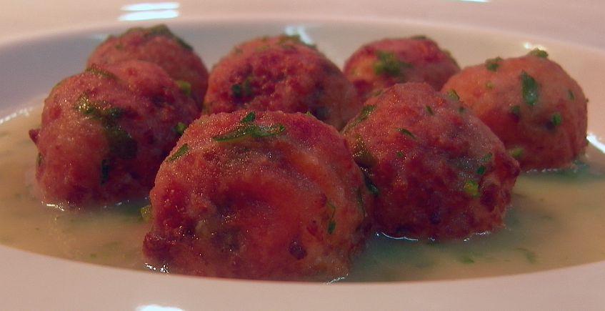 Albóndigas de marisco en salsa sobreusa del restaurante El Faro de El Puerto