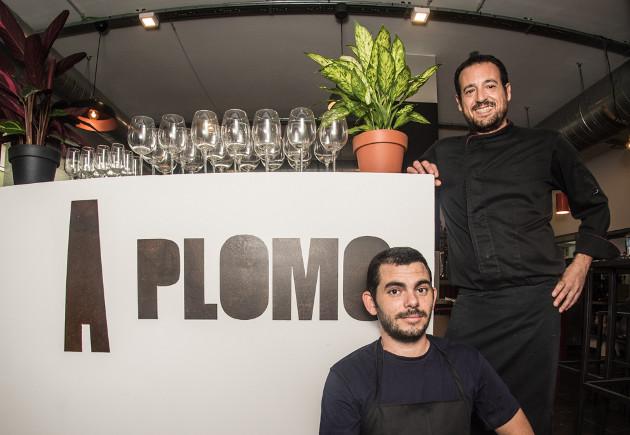 Los cocineros Carlos Martínez y Ramón Alvarez, los autores del plato. Foto: Cosasdecome