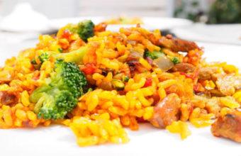 El arroz con verduras y carne del Restaurante El veranillo de Santa Ana