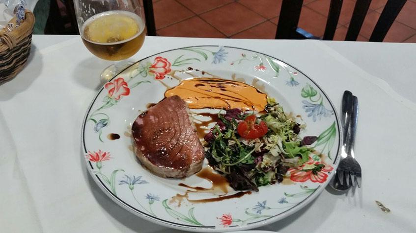 El atún mechado del restaurante La Bodega fotografiado por el tapatólogo Jesús Giraldez