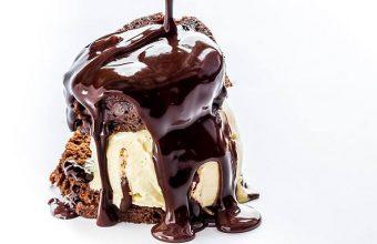 Tarta templada de chocolate con helado de vainilla de El Faro de Cádiz