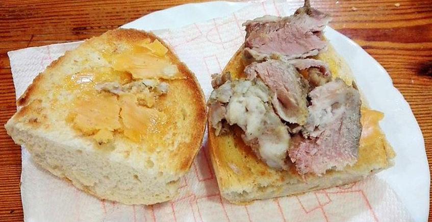 El bocadillo de costillitas de cerdo deshuesadas del bar Pichaco