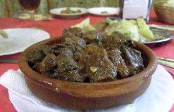La carne al toro del bar de la peña de Cazadores de Cádiz