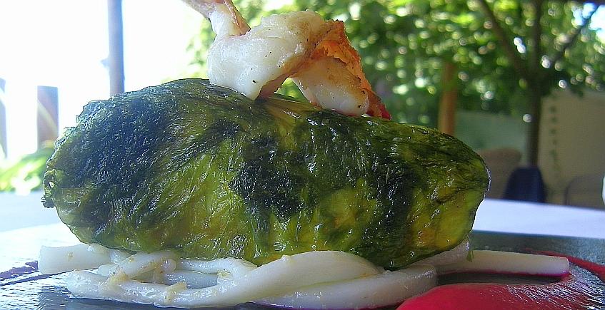 Corvina en papillote de algas con tallarines de calamar y crema de remolacha del restaurante La Breña