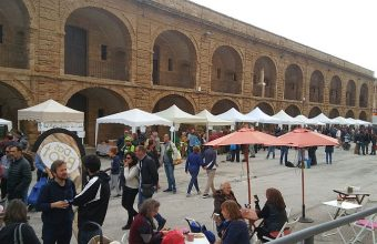 13 de abril. Cádiz. Ecomercado en la Casa del Niño Jesús