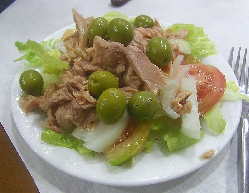 La ensalada mixta de los Hermanos Tomillero. Foto: Cosasdecome
