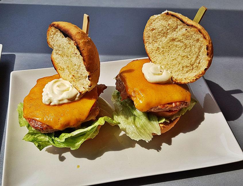 La hamburguesa de atún fotografiada por el tapatólogo Dani Martinez.