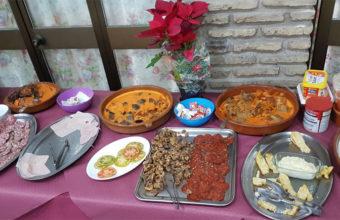 El buffet de desayuno del Mesón Asador Las Pachecas