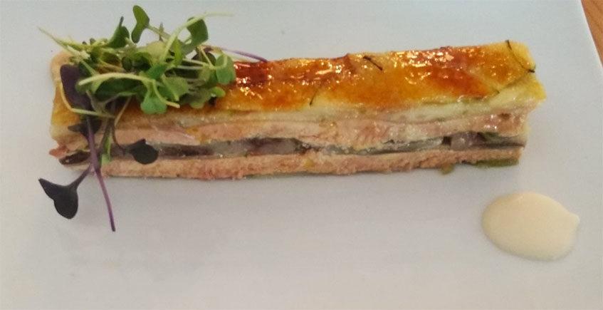 La milhoja de foie, manzana y cebolla caramelizada de El Árbol Tapas