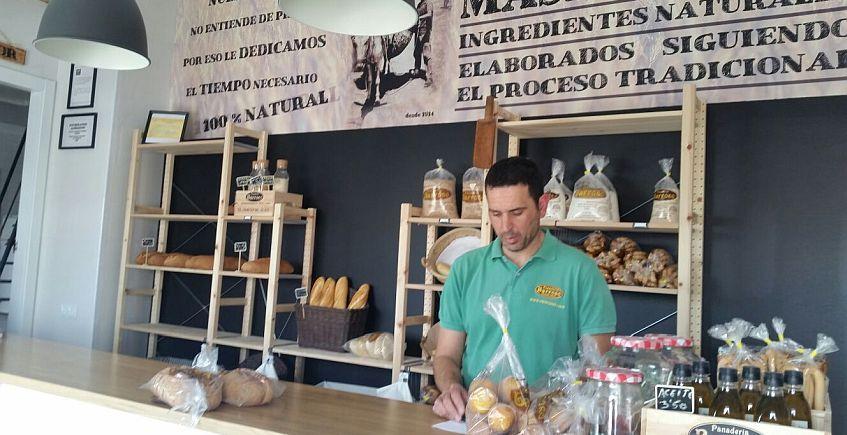 La Panadería Barroso de Arcos abre nuevo despacho de pan, el Horno de Juan