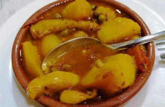 Las papas con chocos de la Cafetería Bar Bohemia de Cádiz