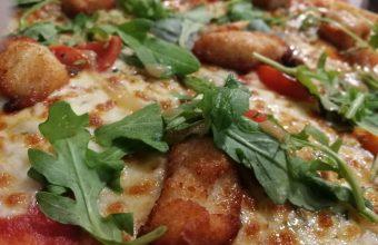 La pizza con trocitos de pollo empanao de Rafaello