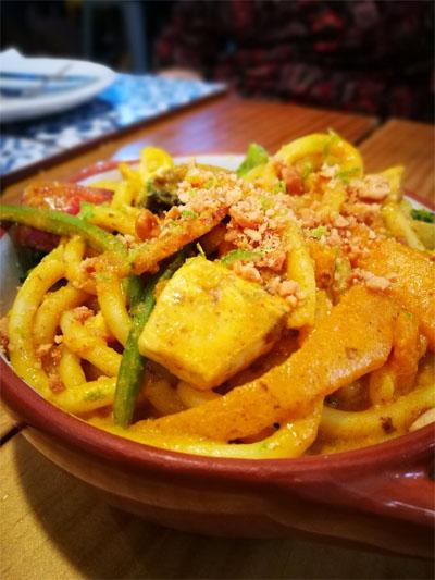 El wok de pollo al curry fotografiado por José Manuel Tenorio.