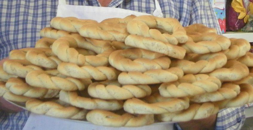 La pastelería Victoria de San Fernando ya tiene roscos de Semana Santa