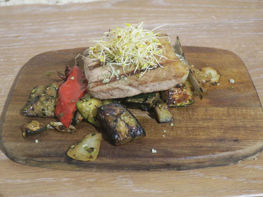 La barriga de atún con verduraas fotografiada por Charo Barrios.
