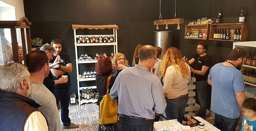 Cervezas La Piñonera abre tienda con productos gourmet en la calle Real