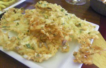 Las tortillitas de camarones del bar restaurante Puerta de la Victoria