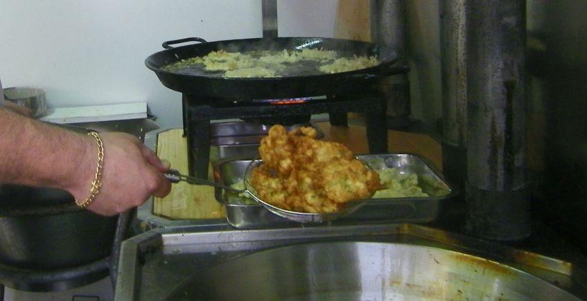 Las tortillitas de camarones del puesto de La Guapa