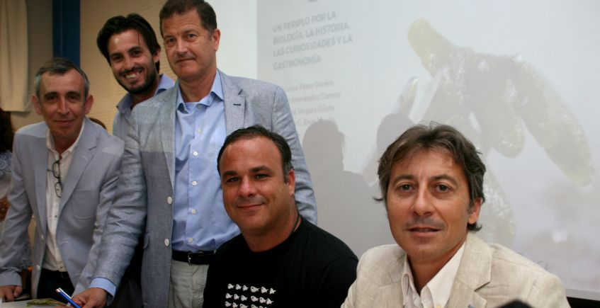 Premio para el libro sobre algas coordinado por Ángel León