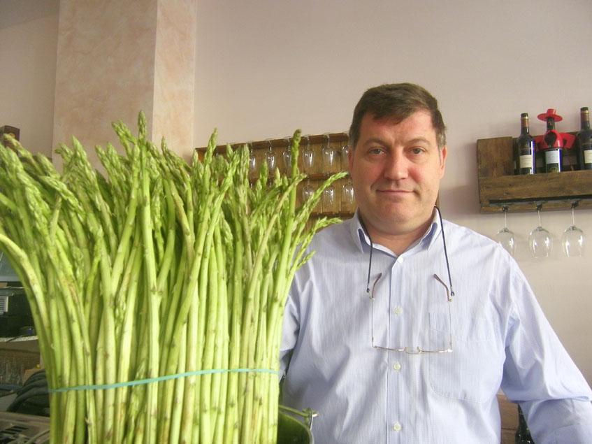 Jesús González, el propietario del establecimiento. Foto: Cosasdecome
