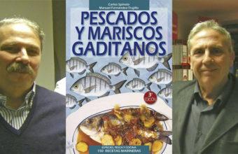 Carlos Spínola y Manolo Fernández Trujillo junto al nuevo libro.