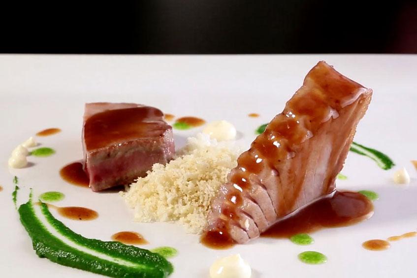 El solomillo de atún, la receta que podrá verse en el video de hoy. Foto: Cedida por Mesa 12