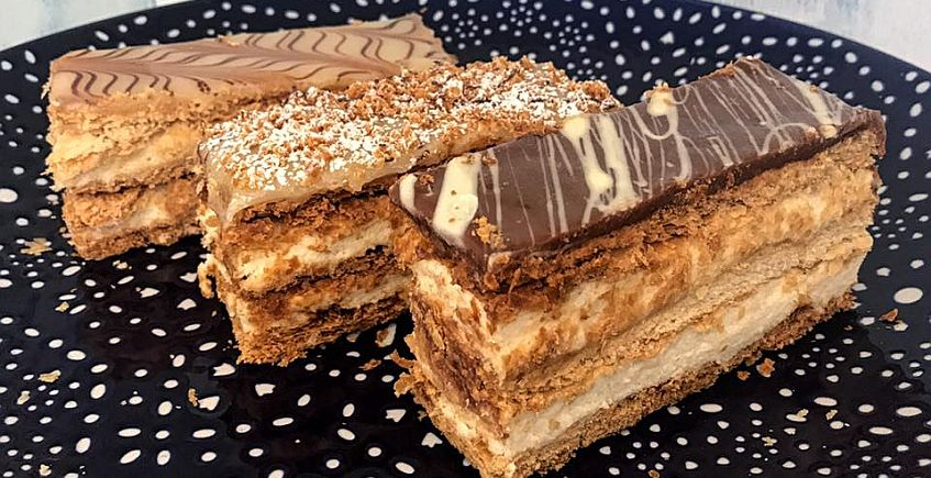 La pastelería La Medina de Chiclana se muda y amplía su surtido