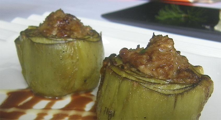 Las alcachofas rellenas de mollejas. Foto: Cosasdecome
