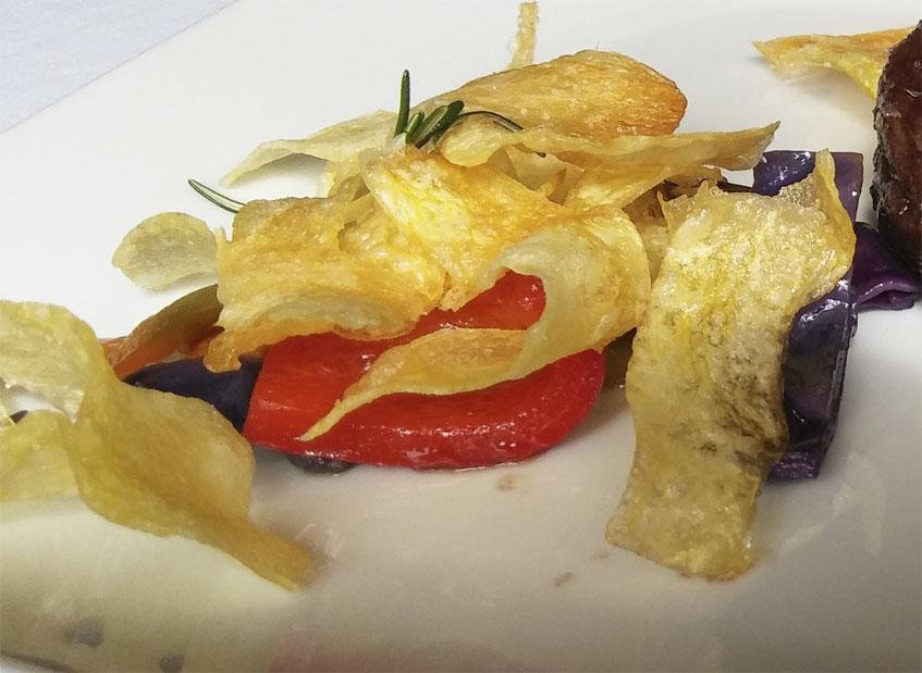 Las verduras aromatizadas con romero que sirven de guarnición al bisté. Foto: Cosasdecome
