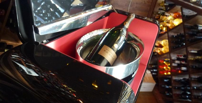 El champagne de James Bond llega a Aponiente en un maletero