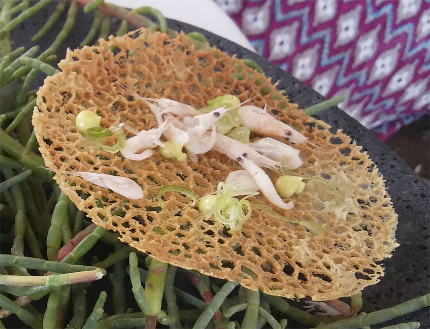 La tortillita de camarones de Aponiente. Foto: Cosasdecome